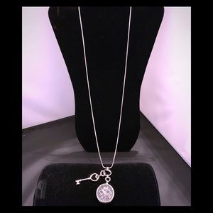 Jewelry - Silver mom's necklace w floating charm locket/key